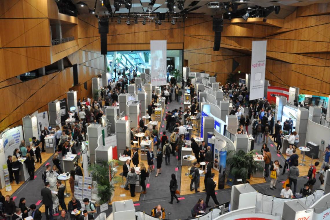 Innenansicht Kongressaal spektrum während einer Ausstellung, Quelle: www.darmstadtium.de